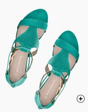 Sandales compensées vertes tressées et perforées