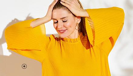 Geel bloes met plissé en stroken