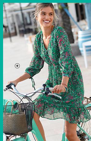 Soepele groene jurk met stroken en kasjmierprint