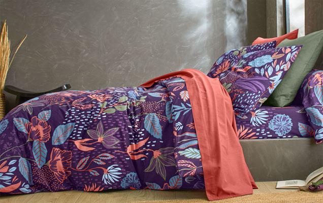 Parure de lit violet fleurie