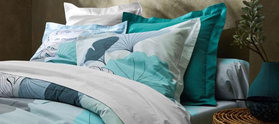 Parure de lit verte fleurie
