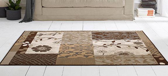 Grijs-rood tapijt met bloemenprints