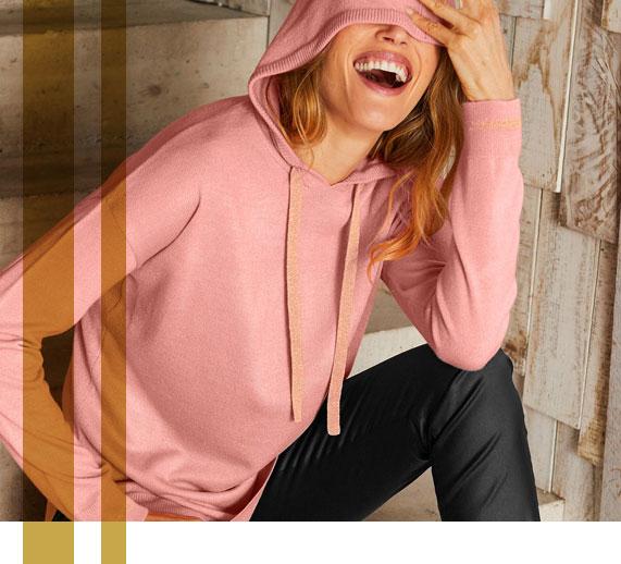 Roze trui met kap en kasjmiertouch