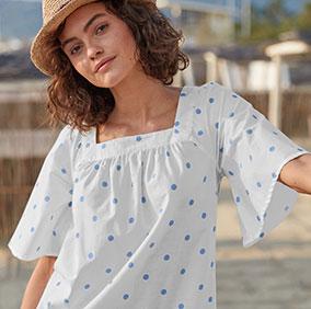 Wijde, witte bloes met vierkante hals, blauwe stippenprint en korte mouwen in katoen - goedkoop - Blancheporte