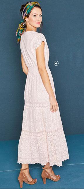 Lange lichtroze jurk in kant en macramé met korte mouwen en V-hals Lora Zellini®, goedkoop - Blancheporte